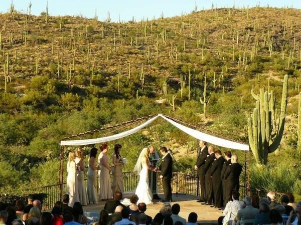 Nhiều cặp đôi chọn công viên Saguaro làm nơi tổ chức hôn lễ - Ảnh: wp