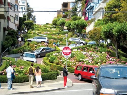 Lombard Street, con đường ngoằn ngoèo nhất thế giới