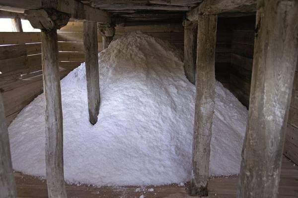 Hệ thống làm nước bốc hơi đã thay đổi từ thế kỷ thứ nhất trước Công Nguyên, khi miền bắc Tây Ban Nha đang nằm dưới sự trị vì của đế chế La Mã. Sau đó con người sử dụng đất sét để xây nên những ruộng muối đầu tiên, về sau thay bằng gỗ. Hiện tại Salado có hơn 2.000 ruộng muối.
