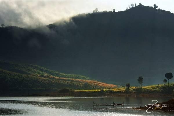 Hồ Nam Kar nằm trong khu bảo tồn thiên nhiên cùng tên, khu rừng đặc dụng của tỉnh Đắk Lắk.