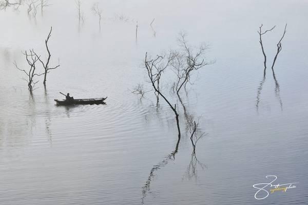 Hồ trải dài từ xã Nam Ka, huyện Lăk, tỉnh Đắc Lắk đến xã Quảng Phú, huyện Krông Nô, tỉnh Đăk Nông.