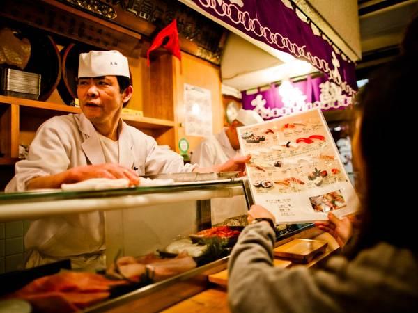 ... những bữa ăn tuyệt vời cùng món sushi trứ danh… - Ảnh: Getty