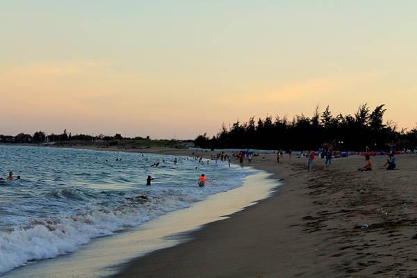 Phan Rang sở hữu nhiều bãi tắm đẹp, hoang sơ rất thích hợp cho dân phượt đến khám phá. Ảnh: Vĩnh Hy.