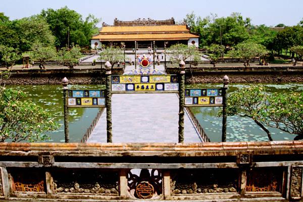 Đến Huế để sống lại quảng thời gian cổ xưa. Ảnh: hueworldheritage.