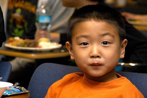 """Người Hàn Quốc ấm áp và hào phóng, nhưng họ thường biểu hiện khuôn mặt nghiêm túc nhất đối với người xung quanh, đôi khi có phần cau có. Vì thế, đừng lấy làm ngạc nhiên khi họ nói """"xin chào"""" nhưng không nở nụ cười thân thiện. Ảnh: aplomb."""