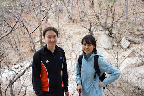 Đi bộ đường dài là một trong những hoạt động phổ biến nhất ở xứ sở kim chi. Du khách khi đến đây được khuyên leo núi một lần để ngắm nhìn cả thành phố tuyệt đẹp từ trên cao. Ảnh: Chelsea Hicks.