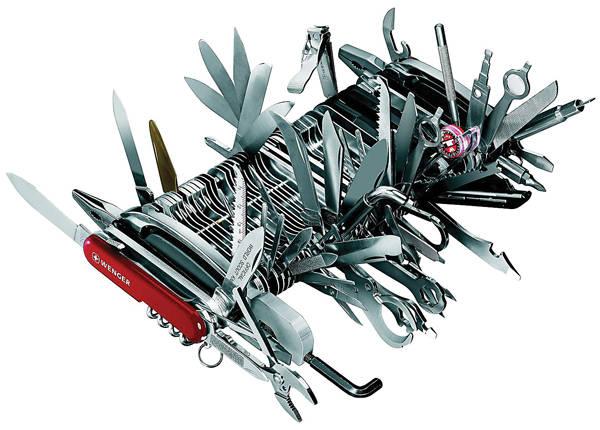Chiếc dao đa dụng được nhiều dân phượt trang bị nhưng với cẩm nang dao chi chít thế này thì chắc nhiều người nhìn thấy lần đầu. Chỉ cần mang theo một chiếc hộp thế này bạn có thể giải quyết được hầu hết các vấn đề cần cắt, bấm, mở... khi đi dã ngoại.