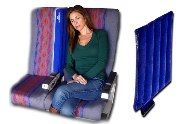Chiếc gối ngăn vách trên máy bay có thể mang lại không gian riêng tư cho bạn, hơn nữa lại có thể dựa đầu khi ngủ và không gặp phải các tình huống khó xử.
