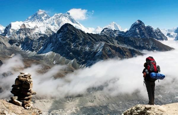 Nepal: Dù mới trải qua những trận động đất lớn cùng những mối lo ngại về an toàn và tình trạng quá tải ở đỉnh Everest, Nepal vẫn là điểm đến hấp dẫn với núi non trùng điệp và người dân thân thiện. Ảnh: Daniel Prudek/ Shutterstock.
