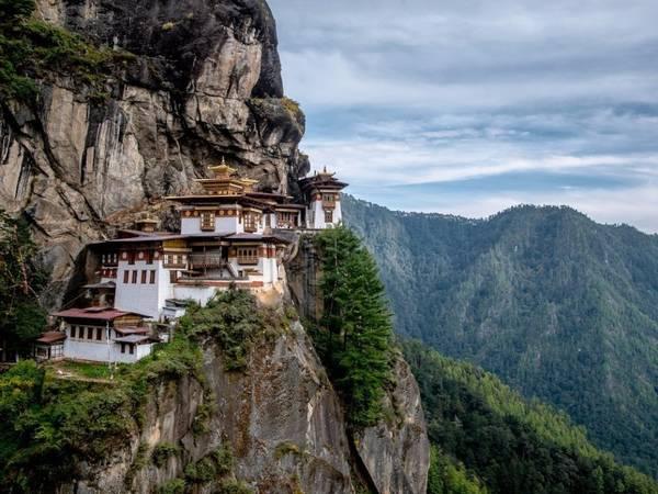 Bhutan: Liên Hợp Quốc gọi năm 2017 là năm quốc tế về Phát triển du lịch bền vững. Bhutan với sự đa dạng về văn hoá và hệ sinh thái thân thiện nhất thế giới sẽ là điểm đến lý tưởng. Ảnh: s_jakkarin/Shutterstock.