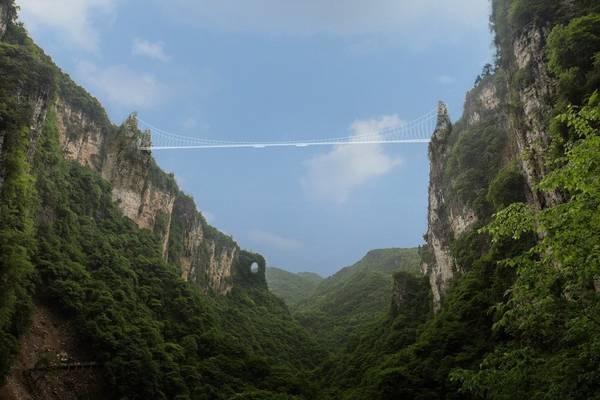 Công viên quốc gia Trương Gia Giới, Trung Quốc: Nằm ở phía tây bắc tỉnh Hồ Nam, Trung Quốc, đây là nơi có cảnh đẹp thần tiên. Đặc biệt, rừng đá sa thạch hùng vỹ là nơi tạo cảm hứng cho bối cảnh bộ phim Avatar của Hollywood. Ảnh: Haim Dotan Ltd. Architects and Urban Designers.