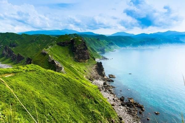 Hokkaido, Nhật Bản: Lần đầu tiên, tàu siêu tốc của Nhật Bản đã kéo dài đến Hokkaido, khiến hòn đảo cực bắc của nước này trở nên dễ đi lại hơn bao giờ hết. Hokkaido nổi tiếng với những khu resort trượt tuyết vào mùa đông, và bơi thuyền, câu cá, ngắm cá heo… vào mùa hè. Ảnh: Shutterstock.