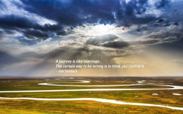 Một cuộc du hành cũng giống như cuộc hôn nhân. Sai lầm chính là việc nghĩ mình kiểm soát được nó. John Steinbeck, tiểu thuyết gia người Mỹ