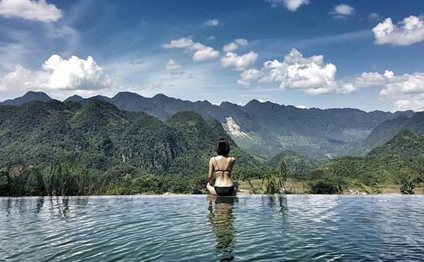 Pù Luông Retreat với bể bơi vươn ra núi rừng