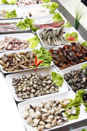 6-dia-chi-buffet-ngon-day-dan-gia-duoi-350-nghin-de-tu-tap-cuoi-nam-o-ha-noi-ivivu-1