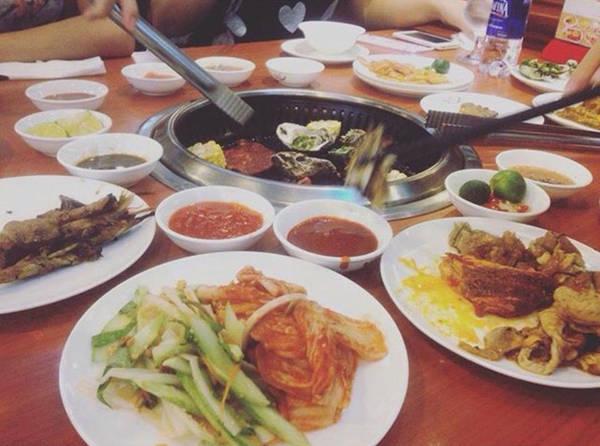 6-dia-chi-buffet-ngon-day-dan-gia-duoi-350-nghin-de-tu-tap-cuoi-nam-o-ha-noi-ivivu-14