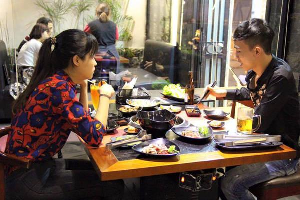 6-dia-chi-buffet-ngon-day-dan-gia-duoi-350-nghin-de-tu-tap-cuoi-nam-o-ha-noi-ivivu-4