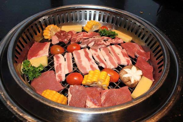 6-dia-chi-buffet-ngon-day-dan-gia-duoi-350-nghin-de-tu-tap-cuoi-nam-o-ha-noi-ivivu-5