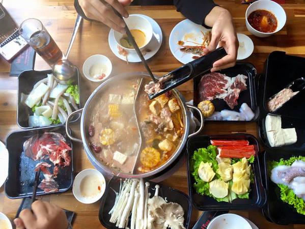 6-dia-chi-buffet-ngon-day-dan-gia-duoi-350-nghin-de-tu-tap-cuoi-nam-o-ha-noi-ivivu-7