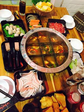 6-dia-chi-buffet-ngon-day-dan-gia-duoi-350-nghin-de-tu-tap-cuoi-nam-o-ha-noi-ivivu-8