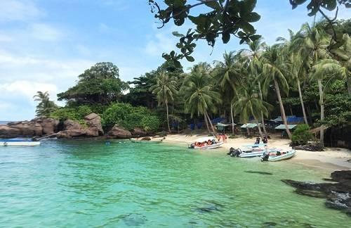 Hòn Móng Tay có cảnh đẹp hoang sơ và dịch vụ cơ bản phục vụ du khách. Ảnh: Vy An.