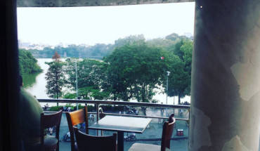 7-quan-cafe-co-view-dep-ngat-ngay-de-ngam-tron-ven-ho-guom-ivivu-5