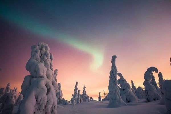 Bắc cực quang trên Lapland mùa Giáng sinh