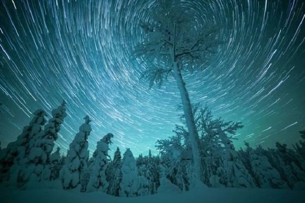 Bắc cực quang, hay còn gọi là ánh sáng phương Bắc, tạo khung cảnh tượng tuyệt vời cho khu vực