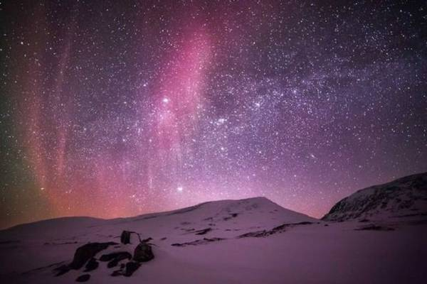 Đêm ở Lapland. Vào giữa mùa đông, nơi đây chỉ có ánh sáng ban ngày trong khoảng ba giờ