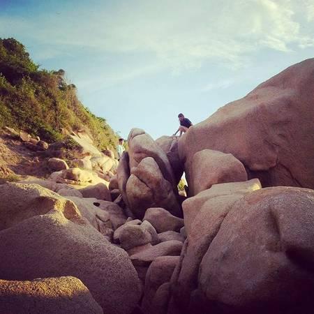 Leo lên gành đá để ngắm mặt trời mọc. Ảnh: erygranger