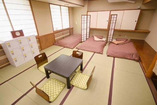 8. Đăng ký thành viên Hostelling International: Giá nhà nghỉ và khách sạn ở Nhật Bản đắt hơn so với các điểm du lịch bụi khác như châu Âu hay Đông Nam Á. Khi đăng ký thành viên của Hostelling International qua mạng trước chuyến đi, bạn có thể tiết kiệm được khoảng 600 yên một tối ở hơn 300 nhà nghỉ khắp nước Nhật. Ảnh: Yjh.