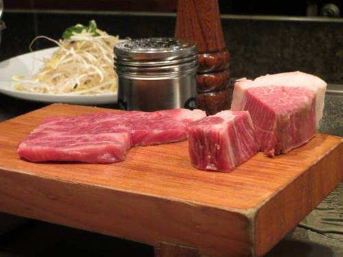 Indiana từng không tin vào trải nghiệm thay đổi cuộc đời của những người thưởng thức thịt bò Kobe tại Nhật Bản, cho tới khi cô tự mình khám phá. Một ngày lạnh ẩm ướt tại Kyoto, cô cùng bạn tới Wakkoqu, một nhà hàng có tiếng tại Kobe, trước giờ ăn trưa với hy vọng nhà hàng hạ giá so với bữa tối.