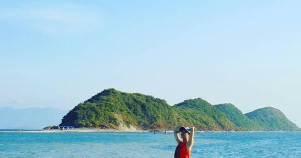 Hít thở bầu không khí trong lành giữa biển.