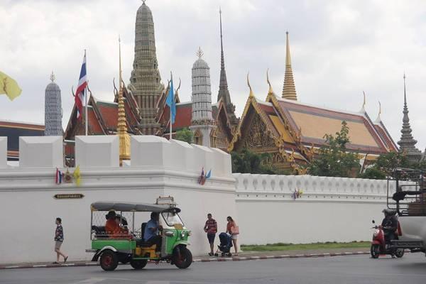 Hoàng Cung Thái Lan nhìn từ bên ngoài. Ảnh: San San