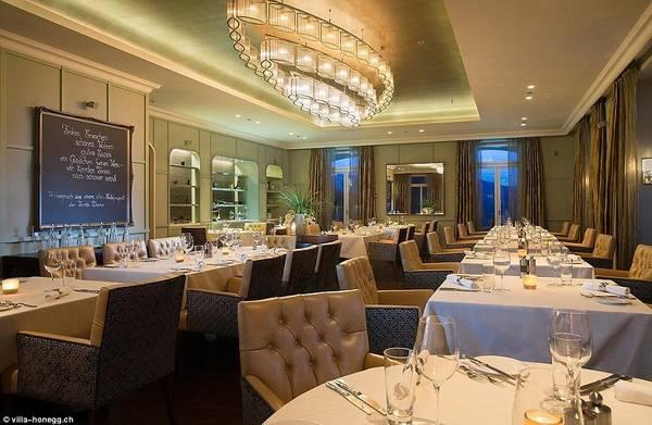 Khách sạn còn có một nhà hàng đạt 14/20 điểm Gault Millau, chủ yếu phục vụ ẩm thực địa phương và các món ăn theo mùa. Ảnh:Villa Honegg.
