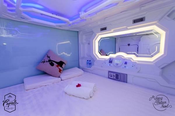 Giường đôi kích thước 1,6 x 2,2 m.
