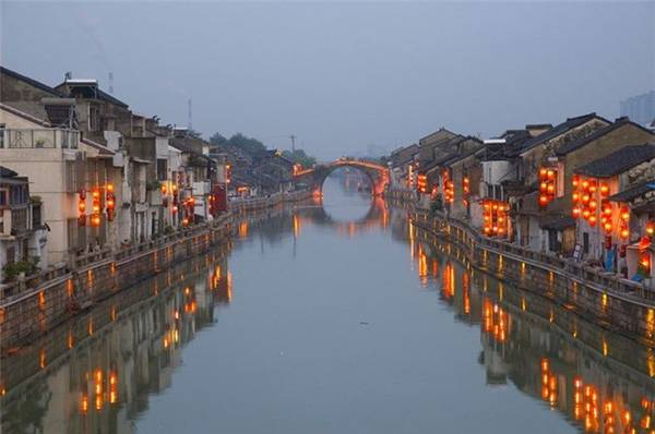 Con kênh này có chiều dài lên đến 1800km.