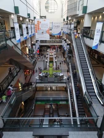 Du khách dễ lạc lối trong mê cung mua sắm ở Trung tâm thương mại Eaton tại thành phố ngầm RESO - Ảnh: wordpress