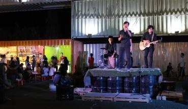 khu-am-thuc-mua-sam-bang-container-leu-bat-o-tp-hcm-ivivu-4