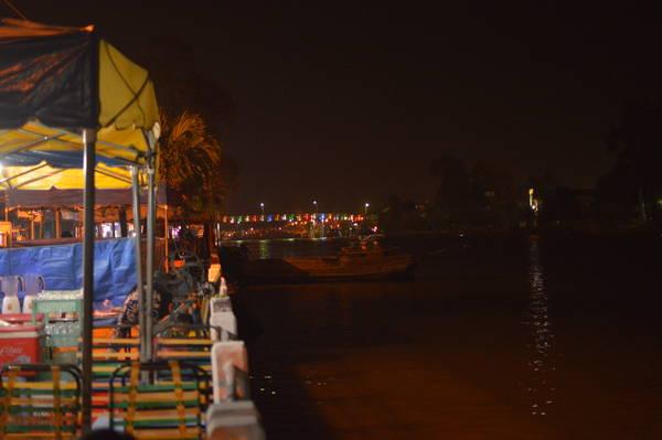 Một góc chợ đêm Sa Đéc. Ảnh: Bubu