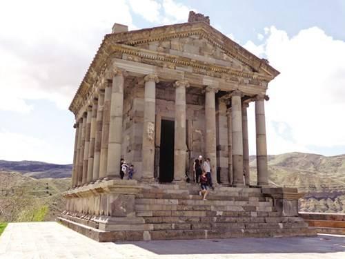 Ngôi đền Garni như một Parthenon thu nhỏ