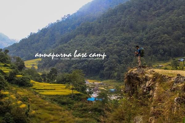 Lần đầu tiên trekking, nhưng Phạm Quang Tuân - blogger du lịch chọn một trong những cung khó nhưng rất đẹp ở Nepal, nằm ở độ cao hơn 4.000 m - Annapurna Base Camp (ABC). Từ Kathmandu, anh đi xe bus đến Pokhara, mất khoảng 6-8 tiếng, rồi bắt taxi đến Nayapul cho quãng đường đèo gần 50 km.