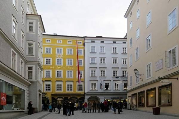 Ngôi nhà thơ ấu của Mozart ở phố Getreidestrasse giữa lòng Salzbourg nay trở thành Bảo tàng Mozarteum - Ảnh: WP