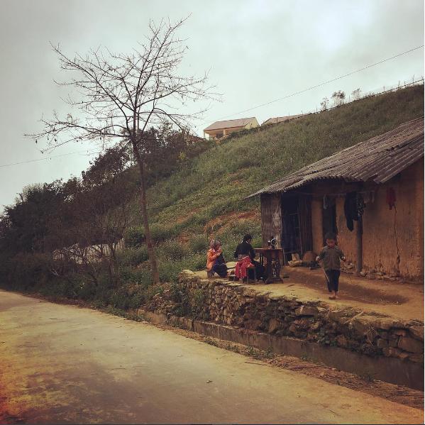 Những ngôi nhà làm bằng đất độc đáo và chắc chắn của đồng bào Hà Nhì. Ảnh: Phantheduy.