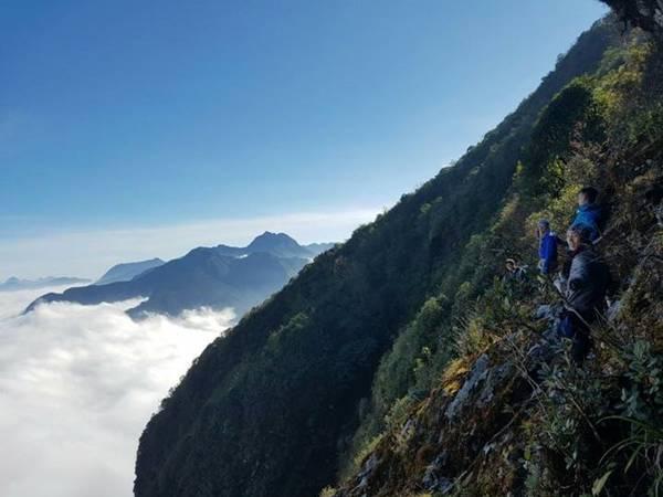 Nhìu Cồ San - ngọn núi khó chinh phục. Ảnh: Điệp Mun.