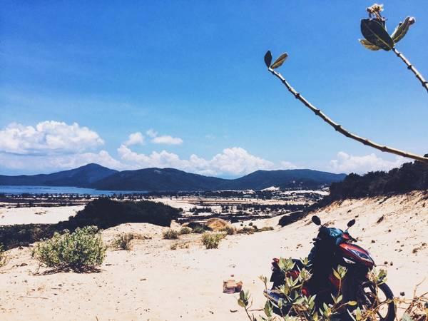 Vượt đồi cát-nơi mà các phượt thủ vẫn gọi vui là sa mạc vì bao quanh toàn cát với cát.