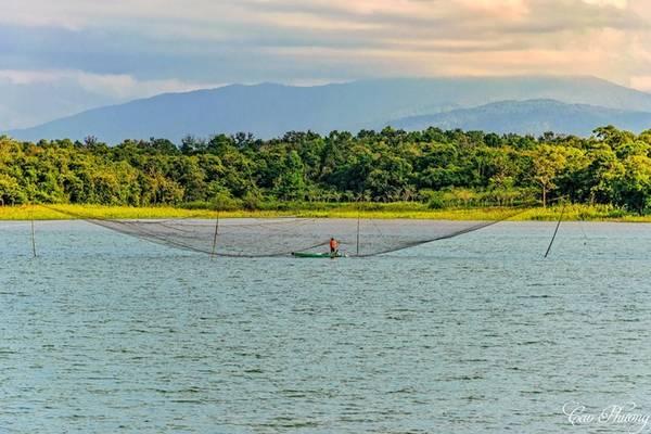 Hồ Eakao cách trung tâm thành phố Buôn Mê Thuột 10 km. Trong tiếng Ê-đê, Eakao nghĩa là hồ nước không bao giờ cạn. Ảnh: Cao Phương.