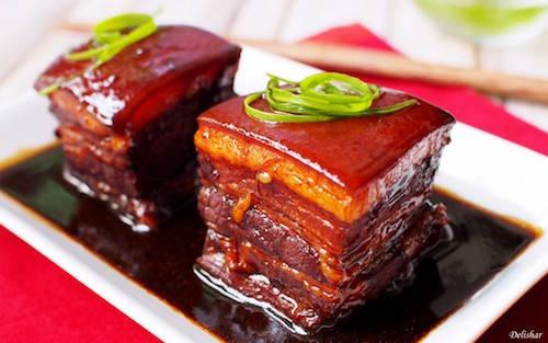 Miếng thịt cần được hầm trong 3 tiếng để có độ mềm như tan trong miệng. Ảnh: Delishar.