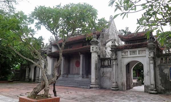 Chùa Bà Đanh – Núi Ngọc thuộc Thôn Đanh Xá, xã Ngọc Sơn, Huyện Kim Bảng, tỉnh Hà Nam, cách thành phố Phủ Lý khoảng 10km, là một ngôi chùa thiêng liêng với dáng kiến trúc cổ kính rất thu hút khách du lịch. Ảnh: YouTube.