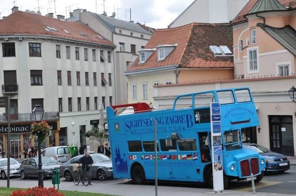Zagreb là thủ đô, đồng thời là thành phố lớn nhất Croatia, nằm bên hai bờ nam bắc sông Sava và triền nam núi Medvednica ở cao độ 122m.